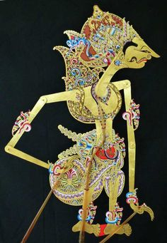 Adipati Karna, king of Awangga in Yogyakarta style. Puppet Toys, Indonesian Art, Traditional Toys, Javanese, Shadow Play, Shadow Puppets, Yogyakarta, Floral Wedding Invitations, Southeast Asia