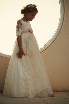 Hoy os quiero enseñar los vestidos de la firma Mon Air muchas de sus prendas tienen un aire vintaje que me encanta. Vestidos con un toque romántico, elegante, fino…