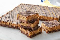 Reward yourself with these better-for-you Raw chocolate peanut brownies. Peanut Brownies, Chocolate Peanut Butter Brownies, Sugar Free Brownies, Raw Chocolate, Chocolate Peanuts, Healthy Slice, Healthy Treats, Healthy Baking, Healthy Bars