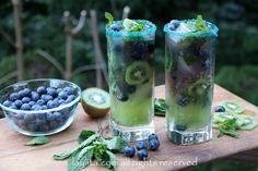 Coctel de kiwi y arandanos o blueberries
