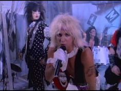 Mötley Crüe - Smokin In The Boys Room - YouTube