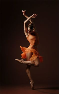 This is what you get when you combine a ballet dancer and a flamenco dancer. Shall We Dance, Just Dance, Foto Poster, Dance Like No One Is Watching, Poses References, Dance Movement, Misty Copeland, Fred Astaire, Dance Poses