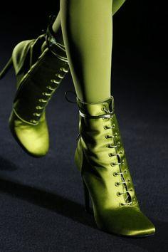 Модная обувь осень-зима 2018-2019 Haider Ackermann Haider Ackermann, Stilettos, Heels, Green Fashion, Autumn Fashion, Fashion Shoes, Fashion Accessories, Paris Fashion, Paris Mode