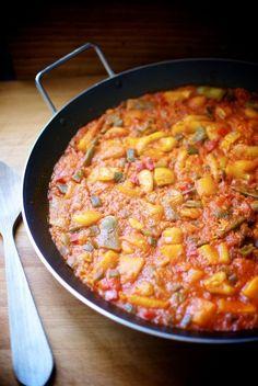 Paella de pescado con verduras  receta Mexican Food Recipes, Ethnic Recipes, Spanish Food, Orange Blossom, Tortillas, Cilantro, Crock Pot, Curry, Favorite Recipes