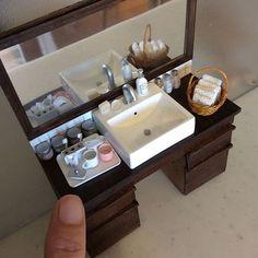 miniature dollhouse Miniature bathroom By buhincafe Miniature Rooms, Miniature Crafts, Miniature Houses, Miniature Furniture, Dollhouse Furniture, Mini Doll House, Barbie Doll House, Diy Dollhouse, Dollhouse Miniatures