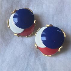 VTG Red, White and Blue Clip On's Excellent Vintage Condition. Not marked. Red White and Blue Button Discs stacked and set in gold tone metal. A totally unique Estate Sale Find! Clips in strong working order. Lovely with Retro Outfits. ✨ Vintage Jewelry Earrings