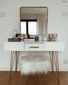 Hocker Doux - New Ideas Doux Glam Vibes stool! Styling is much more fun at this beautiful dressing table. The cozy stool Doux provides additional comfort.: liczihouse // d My New Room, My Room, Home Living, Living Room Decor, Mirrored Sideboard, Deco Studio, Decoration Bedroom, Beauty Room, Dining Room Table