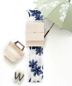 Yukata is casual kimono of summer Yukata Kimono, Kimono Fabric, Kimono Dress, Modern Kimono, Summer Kimono, Kimono Pattern, Creative Embroidery, Japanese Outfits, Japanese Beauty