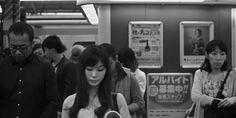 新宿駅をハイスピード撮影した動画が、人間模様を映し出していてすごい
