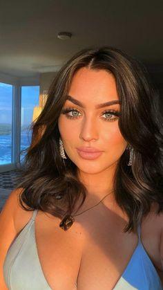 Brunette Makeup, Brunette Beauty, Natural Dark Hair, Natural Makeup, Hairstyles With Bangs, Pretty Hairstyles, Natural Hairstyles, Freckles Makeup, Hair Makeup