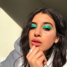 Mineral makeup is the latest thing and it's based upon the earliest things. As a natural makeup, these mineral-containing makeups are being touted as something that can actually help your skin. Makeup Goals, Makeup Inspo, Makeup Art, Makeup Inspiration, Makeup Tips, Beauty Makeup, Hair Makeup, Hair Beauty, Prom Makeup
