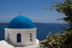 A church in Santorini Greece [OC] [2048 x 1365]. wallpaper/ background for iPad mini/ air/ 2 / pro/ laptop @dquocbuu