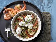 Marinierte Scampi - auf Tomaten-Auberginen-Gratin - smarter - Kalorien: 335 Kcal - Zeit: 30 Min.   eatsmarter.de Sieht dieses Low Carb Gericht nicht nach Urlaub aus?