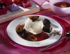 Lebkuchenparfait mit Pflaumensoße Rezept   LECKER