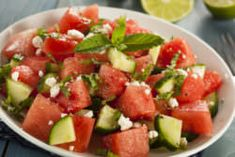 Melon recipe for losing weight: Salad with watermelon, cucumber and feta - Kuchen - Salat Rezepte Cucumber Watermelon Salad, Watermelon Recipes, Mint Salad, Fruit Recipes, Potluck Recipes, Summer Recipes, Healthy Recipes, Cheap Recipes, Cheeseburgers