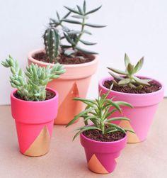 DIY Pots originaux peints en rose orange et feuilles d'or - sublimer vos plantes et votre intérieure