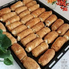 I have already shared the 👈👏 cahide 👈👏 Galeta pastry, which is a good market sentence. If you don't like the bakery, you can apply a mixture of egg yolk and yogurt. GALETA FLOURY PASTRY Ingredients 6 for yufka Sauce: 2 eggs 1 cup milk 1 cup yogurt Soup Recipes, Snack Recipes, Snacks, Baking Powder Ingredients, Cup Of Cheese, Tasty, Yummy Food, Delicious Recipes, Yogurt Cups