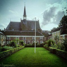 https://flic.kr/p/KqBvUw   #Randomness: 28 Begijnhof (#Breda,#2014)  #Brabant,#nederland,#Europa,#2016,#begijnhof,#Vignette,#dogpatchfilter,#Rijksmonument,#Daytrip,#Wednesday  Made with: #sonyxperiaz (BY: #KJVW 2014-2016)  #Beentheredonethat
