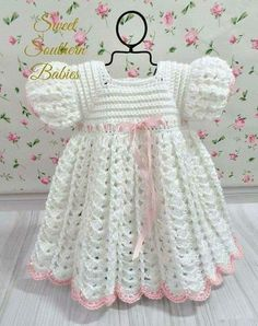 White crochet baby dress set w Crochet Baby Dress Pattern, Baby Girl Crochet, Crochet Baby Clothes, Baby Knitting Patterns, Baby Patterns, Baby Girl White Dress, Dress Girl, Vestidos Bebe Crochet, Crochet Baby Dresses
