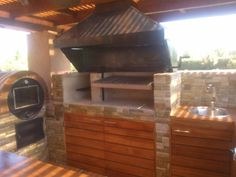 QUINCHO VERCELLINO Outdoor Kitchen Grill, Backyard Kitchen, Outdoor Kitchen Design, Backyard Patio, Outdoor Kitchens, Outdoor Patio Designs, Barbacoa, Sweet Home, Bbq Ideas