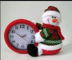 adornos navideños reloj - Buscar con Google Christmas Clock, Mary Christmas, Christmas Design, Christmas Crafts, Christmas Decorations, Xmas, Christmas Ornaments, Holiday Decor, Snowman Crafts