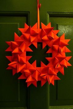 Origami for Christmas - 9 Christmas star folding instructions - Deko - noel Origami And Quilling, Origami Easy, Origami Paper, Origami Wreath, Advent Wreath, Christmas Origami, Christmas Paper, Christmas Wreaths, Christmas Ornaments