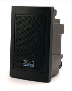 ALTAVOZ PORTÁTIL.  Sistema de sonido Explorer.  Sistema independiente alimentado por batería.  Ideal para audiencias de hasta 800 personas con entradas para 2 micros.ALTAVOZ