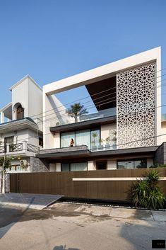 Indian House Exterior Design, Modern Exterior House Designs, Modern House Facades, Bungalow Exterior, Best Modern House Design, Modern House Floor Plans, Facade House, D House, Villa Design