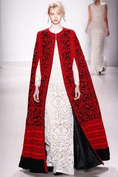Tadashi Shoji's Fall 2014 cape is what dreams are made of! Cela me rappelle le manteau long du mannequin et créatrice de mode russe Ulenko ?