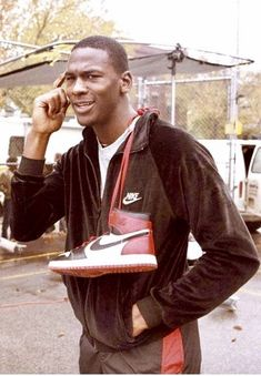 Michael Jordan's first Nike signature sneaker became a topic of discussion when when the NBA banned the sneaker from the court. Defying the ban, Jordan pla Michael Jordan Basketball, Jordan 23, Basketball Art, Basketball Pictures, Surf Girls, Michael Jordan Pictures, Michael Jordan Art, Zapatillas Jordan Retro, Jeffrey Jordan