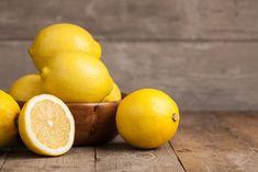 Mauvaises odeurs et trucs efficaces: le citron est bon pour éliminer l'odeur de poisson sur les mains.