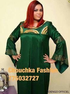 Bazin en bas et pagne pour le haut. African Dresses For Women, African Print Dresses, African Attire, African Fashion Dresses, African Wear, African Women, African Blouses, Plus Size Summer Outfit, Africa Fashion