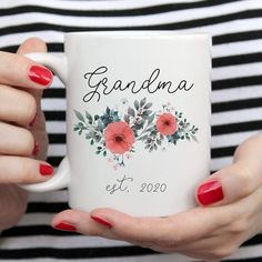 2020 grandma to be coffee mug. Pregnancy reveal gift for grammy. Grandma Mug, New Grandma, Grandmother Gifts, Literary Gifts, Book Lovers Gifts, Handmade Design, Mug Designs, Funny Gifts, Mother Day Gifts