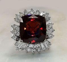 Estate 14.37 Carat Natural Hessonite Garnet and Diamond 14K  White Gold Ring #Unbranded