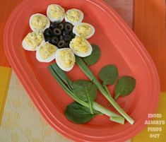 Tips to get the perfect hard boiled egg. Cute ways to display deviled eggs. Easter Deviled Eggs, Deviled Eggs Recipe, Kids Meals, Easy Meals, Hard Boiled Egg Recipes, Perfect Hard Boiled Eggs, Flower Food, Egg Dish, Snacks Für Party