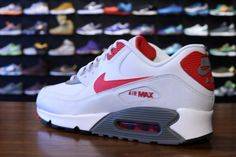 Nike Air Max 90 Essential- White, Lite Base Grey, and University Red Nike Air Shoes, Nike Shoes Outlet, Sneakers Nike, Nike Socks, Red Sneakers, Nike Free Shoes, Fresh Shoes, Hot Shoes, Airmax Thea