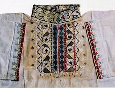 FolkCostume&Embroidery: East Telemark, Norway, embroidered shirts for Raudtrøye and Beltestakk Art Costume, Folk Costume, Costumes, Norway Viking, Russian Folk Art, Scandinavian Folk Art, Hardanger Embroidery, Tribal Dress, Festival Wear