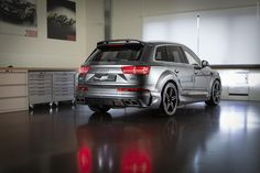 ABT Sportsline presented in the Geneva Motor Show this Audi today ABT announced new photos of the car painted in gray with a bodykit, new bumpers, side skirts, spoiler. Audi Q7, Audi Cars, Automobile, Wide Body Kits, Geneva Motor Show, S Car, Car Painting, Car Cleaning, Luxury Cars