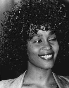 Smile Whitney Houston 80s, Whitney Houston Pictures, Beverly Hills, Beautiful Smile, Beautiful Black Women, Beautiful People, Anna Hendricks, Dwane Johnson, Vintage Black Glamour