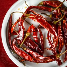 A handy primer and guide to the most common and important Mexican chilies, arranged categorically, with links to individual guides for each variety. Chili Recipes, Mexican Food Recipes, Mexican Chili, Dried Peppers, Mexican Cooking, Dehydrated Food, Red Chili, Stuffed Hot Peppers