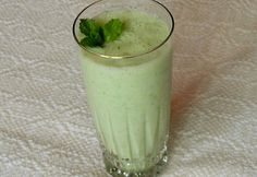 Uborkás almás ital Healthy Drinks, Glass Of Milk, Smoothies, Pudding, Desserts, Food, Mint, Apple, Kochen