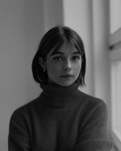 Discover recipes, home ideas, style inspiration and other ideas to try. Short Hair With Bangs, Hairstyles With Bangs, Short Hair Cuts, Cool Hairstyles, Short Hsir, Hairstyle Short Hair, Hair Bangs, Short Blonde, Girl Short Hair