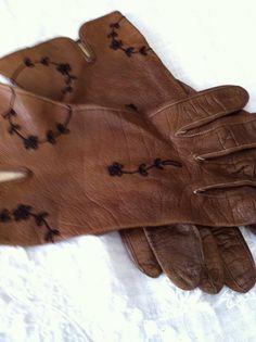 Vintage Brown Leather Gloves with Black Embroidery - Made in Germany                       La soie de paris, juste parfaite pour raviver une paire de gants
