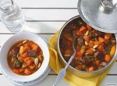Mit Mandeln und Aprikosen lieben den alle. Versprochen! Dazu passt Harissa-Minz-Couscous.