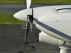 Propeller und Lufteinlass eines Sportflugzeug auf dem Segelflugplatz Oerlinghausen bei Bielefeld in Ostwestfalen-Lippe