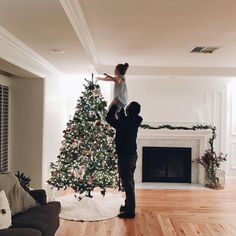 Find images and videos about winter, christmas and tree on We Heart It - the app to get lost in what you love. Merry Little Christmas, Winter Christmas, All Things Christmas, Christmas Time, Xmas, Christmas Aesthetic, Christmas Decorations, Holiday Decor, Home And Deco