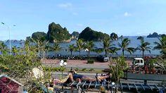 """Ghé """"lâu đài cafe"""" view biển vừa khai trương ở Hạ Long"""