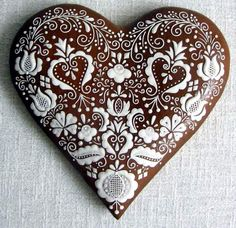 Gingerbread heart - what a lot of detail - too pretty to eat!