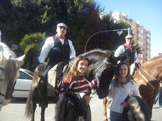 Los Caballistas de la Entrada de Toros y Caballos acude un año más a la bendición de animales de la calle Sagunto de Valencia