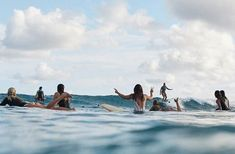 Découvrez et partagez les plus belles images au monde Photo Surf, Surfer Surf, Surfer Girls, Wanderlust, Surfing Pictures, Beach Pictures, Beach Aesthetic, Thing 1, Foto Instagram